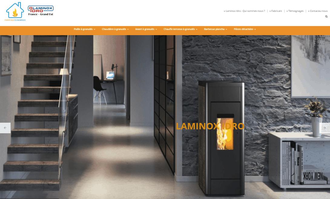 Site internet Besançon - référencement naturel SEO, poêle allumée dans un salon